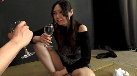 可愛い衣織さんが泥酔してゲロやウンコを男に食べさせていてめちゃくちゃ楽しそう。